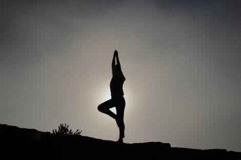 yoga-pose-1082172_1920