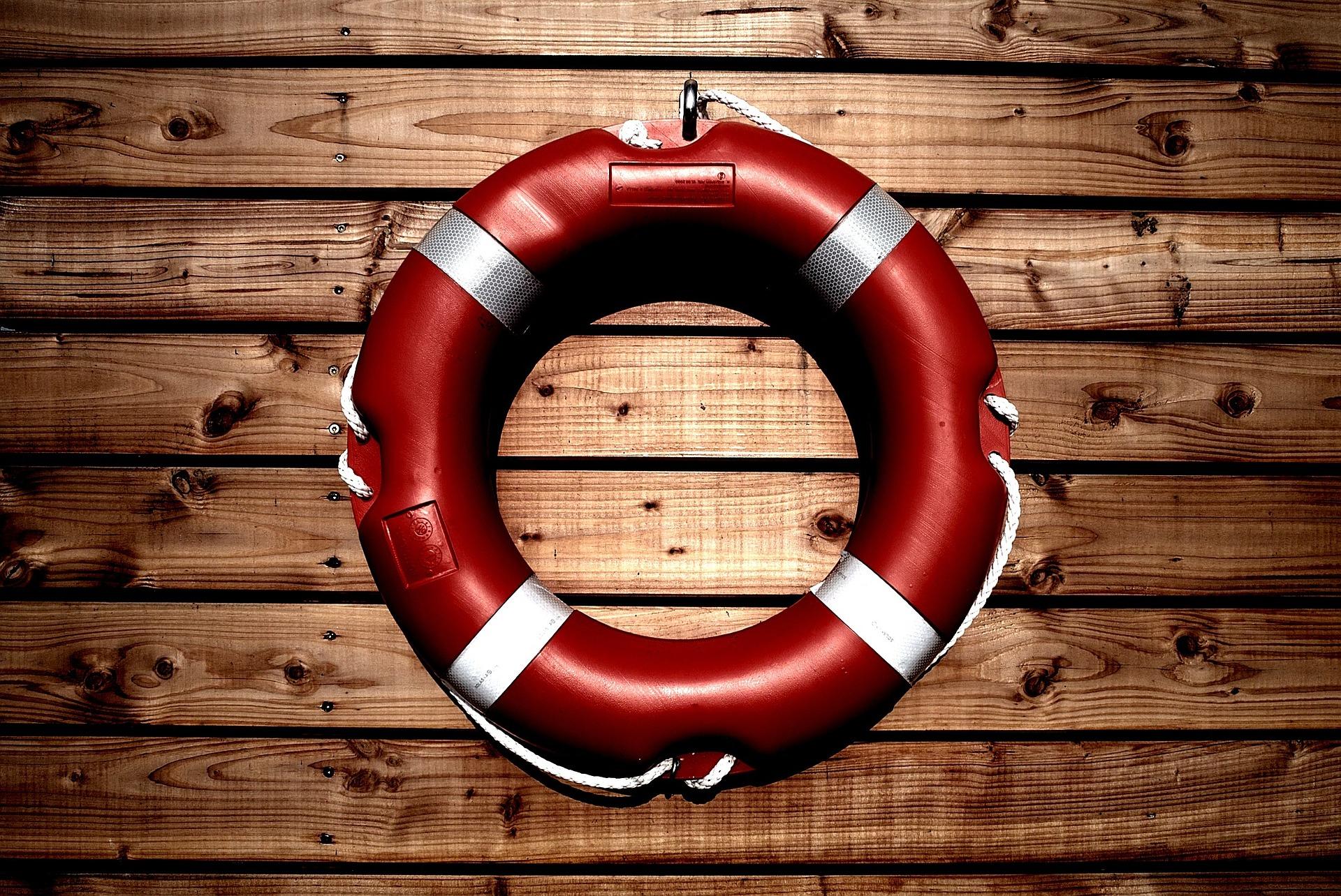 lifesaver-933560_1920