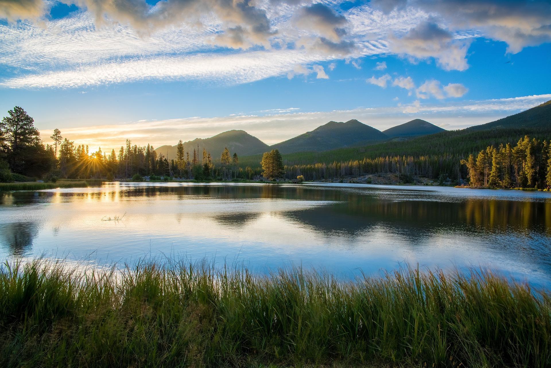 lake-1030810_1920